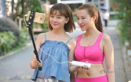 女主播顶42度高温穿运动内衣户外直播 图片 资讯 海外网